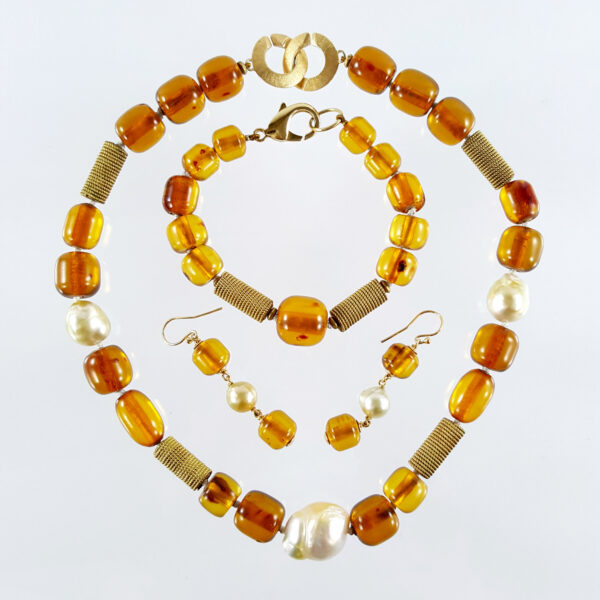 BPS-3a Stunning Set of Necklace Bracelet Earring Pearls with Amber Stone