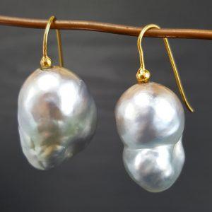 ER-101a Large Baroque Pearls 18kt Gold