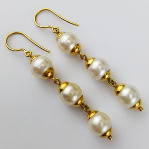 ER-103b Beautiful White Pearls Sapped in 18kt Gold Dangling