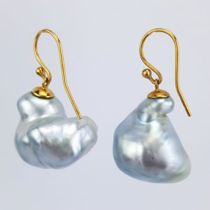 ER-108b Very Baroque Silver Blue Pearls 18kt Gold