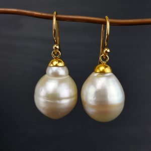 ER-97a Beautiful White Baroque Pearls 18kt Gold